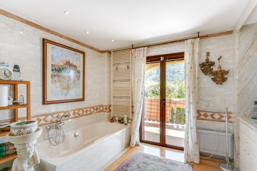 Master bathroom with veranda access