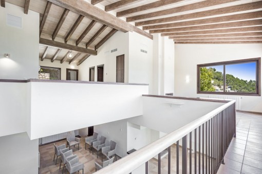 Gallery with high ceiling and wooden beams