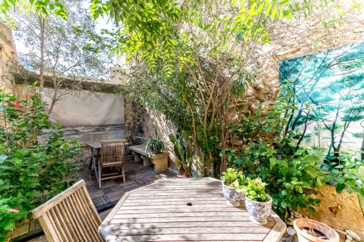 Idyllically-situated village house in the centre of the old town of Pollensa with a private patio