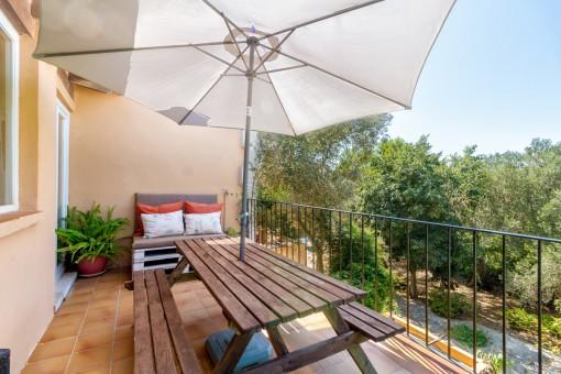 Furnished balcony on the superior level