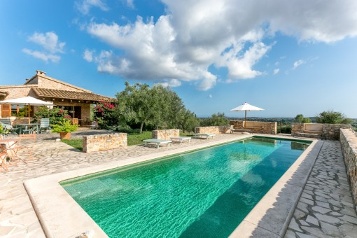 Beautiful finca with pool and 26.000 sqm plot with fantastic sweeping views in San Llorenc