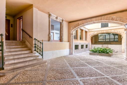 Mallorcan patio and entrance