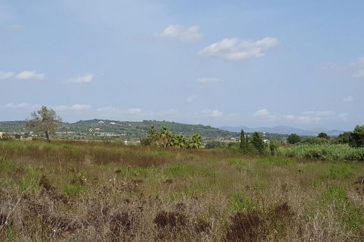 Building plot in Porreres with beautiful sweeping views as far as the Tramuntana mountains