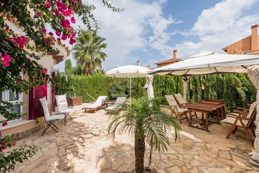 Corner-villa with panoramic views and a large communal area in Cala Murada
