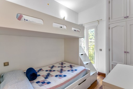 Lovely double bedroom with access to the balcony