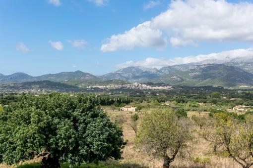 Views of the Tramuntana mountains