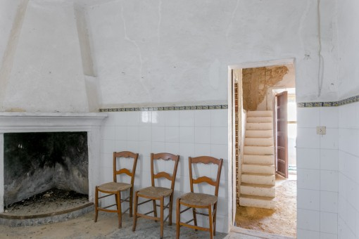 Further fireplace room