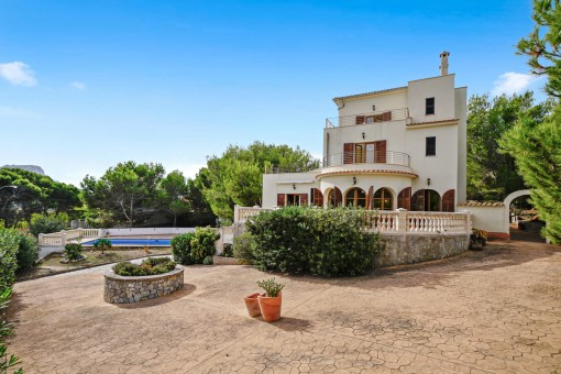 Spectacular 2nd line Villa within walking...