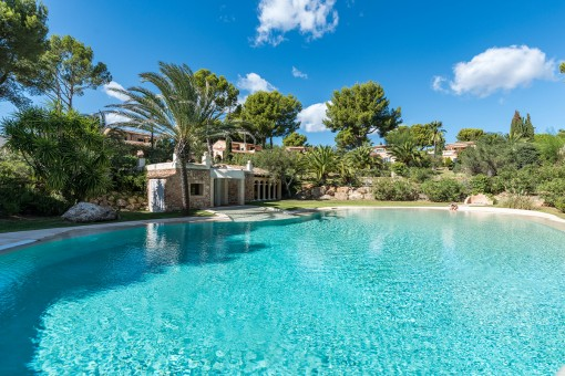 High-quality, Mediterranean-style villa in an enchanting residential complex in Santa Ponsa