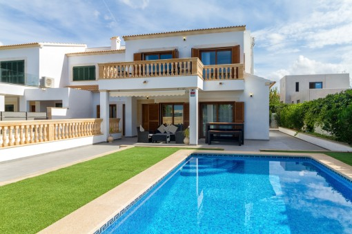 Well-maintained semi-detached chalet in a popular residential area in Puig de Ros