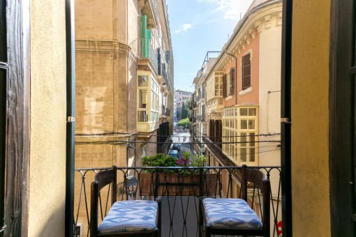 Mallorcan balcony with views to the street