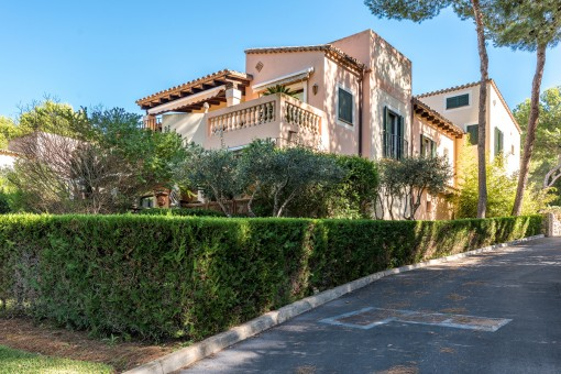 Beautiful villa with sea views in the golf community near the Santa Ponsa country club