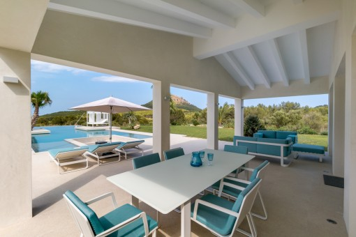 Covered dining area at the pool