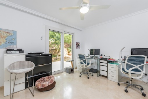Additional, friendly home office