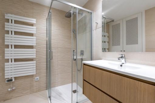 One of 2 bathrooms en suites