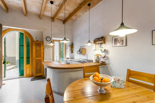 Romantic, renovated town cottage with roof terrace and inner courtyard in Mancor de la Val near Selva