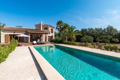 Alternative view of the finca with pool