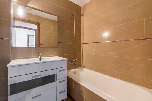 One of 2 bathroom