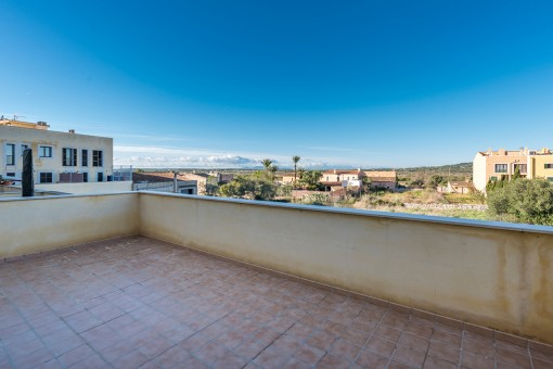 Spacious apartment in Santanyi with a large terrace and sweeping views