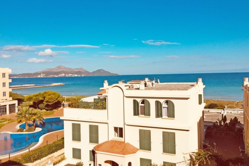 Sea-view apartment on the Playa de Muro on the 1st sea line with direct sea access