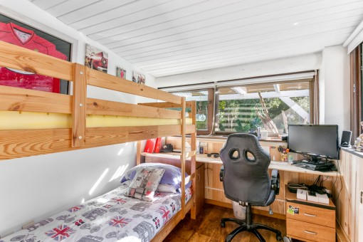 Further bedroom with loft bed