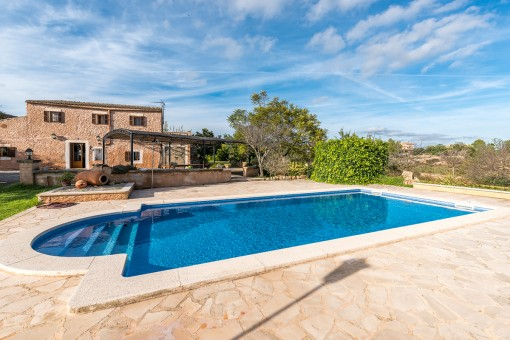 Alternative view of the finca and the pool