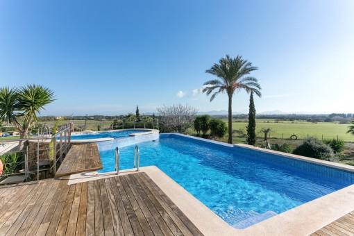 Beautifully designed pool