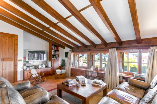 Further living area with wooden ceiling beams