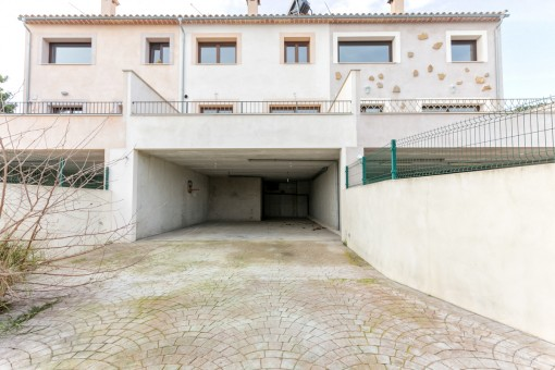 Driveway to the garage
