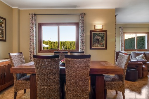 Beautiful, bright dining area