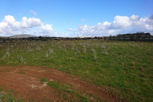 Exceptional building plot in Santanyi with sweeping views and an existing building project