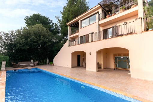 Villa near to the beach with fantastic sea and mountain views and pool in Port Pollensa