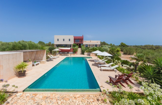 Designer-country house with breathtaking views...