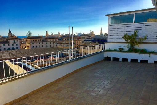 Penthouse apartment with 3 bedrooms and wonderful views from a large terrace at the Mercado d'Olivar