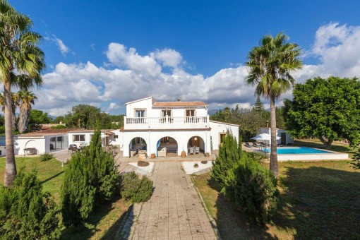 Spacious villa with guest apartment and pool in Marratxi, not far from Palma