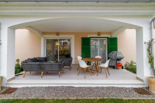 Wonderful, covered terrace