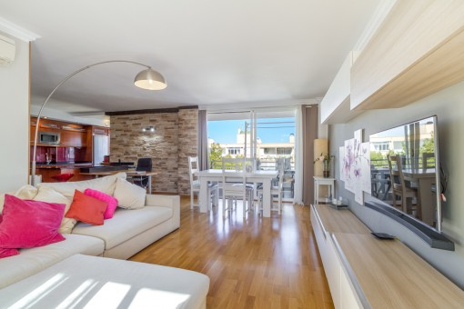 Renovated apartment with direct sea-access above the port of Adriano