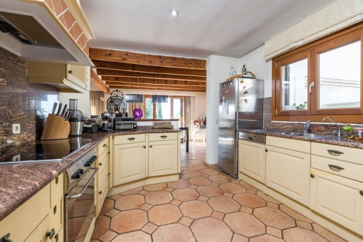 Half-open and fully equipped kitchen