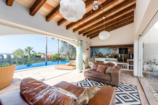 Wonderful lounge area with direct access the pool
