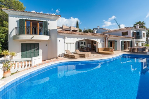 Mediterranean villa in the prestigious area of Santa Ponsa with guest apartment and sea views