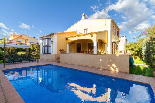Beautiful, quiet family villa with pool only 5 minutes from Palma