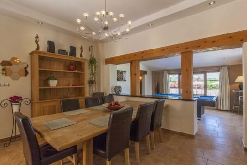 Dining area with billard room