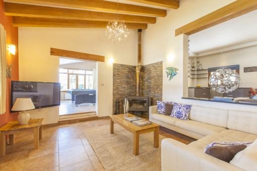 Living area with fireplcae