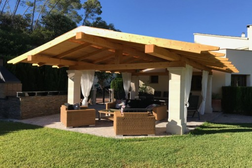 Covered lounge area