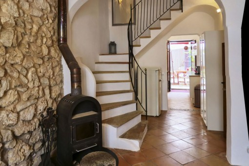 Bright entrance area with fireplace