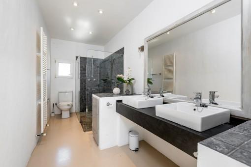 One of 2 modern bathrooms