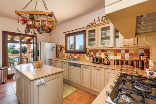 Fully equipped kitchen with cooking island