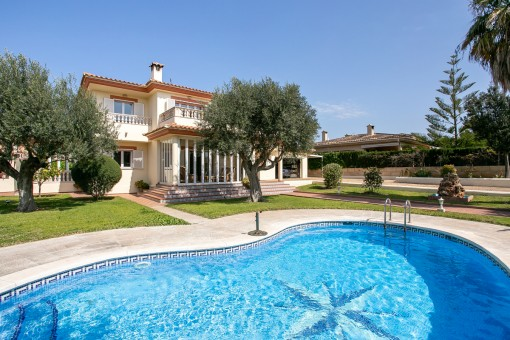 Beautiful villa in the desirable residential area of San Marcal