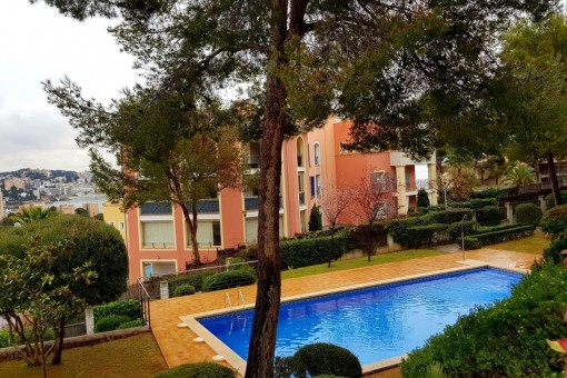 Spacious, bright 4-bedroom luxury-apartment with its own garden in a wonderful residential complex in Bendinat