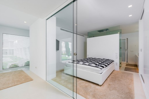 Bedroom with bathroom en suite